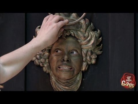 Prank Featuring A Face Door Knocker That Comes to Life