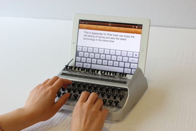 iTypewriter mechanical typewriter for iPad