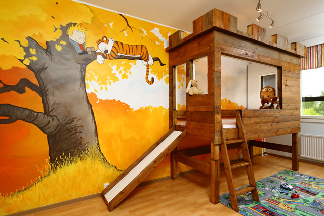A 39 calvin and hobbes 39 kids bedroom complete with a tree for Fort bedroom ideas