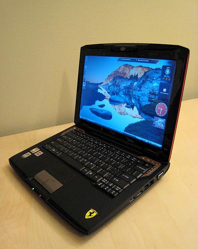 Microsoft Sent An Acer Ferrari Laptop With Windows Vista