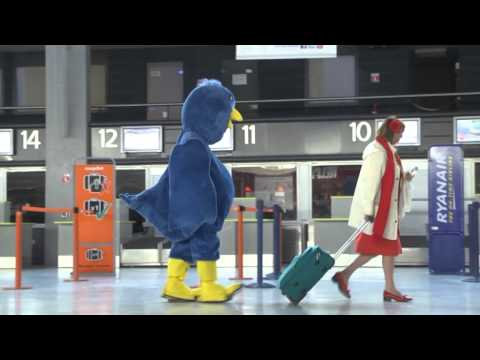 Follow Me on Twitter, A Prank by Rémi Gaillard in a Blue Bird Suit