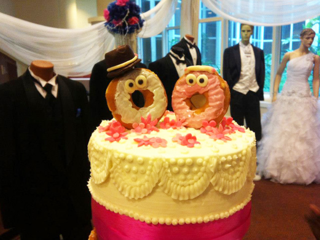 A glazed donut wedding cake made with dunkin donuts topper junglespirit Gallery