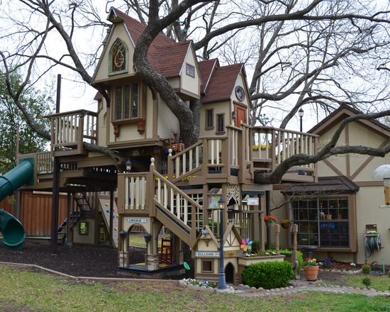 Texas couple builds elaborate tree house mansion for grandkids for Build a house in texas