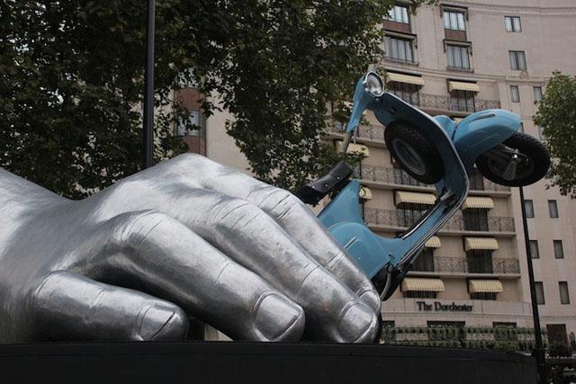 La Dolce Vita by Lorenzo Quinn