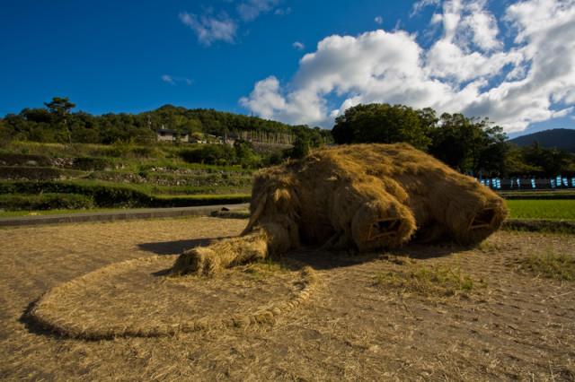 Fallen straw mammoth at Setouchi 2010