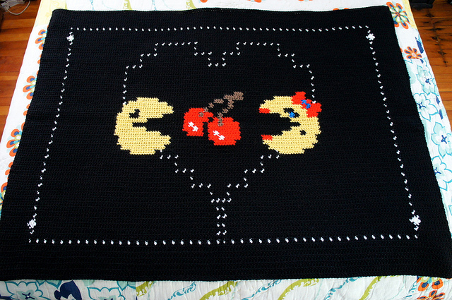 Pac Man and Ms Pac Man In Love Throw