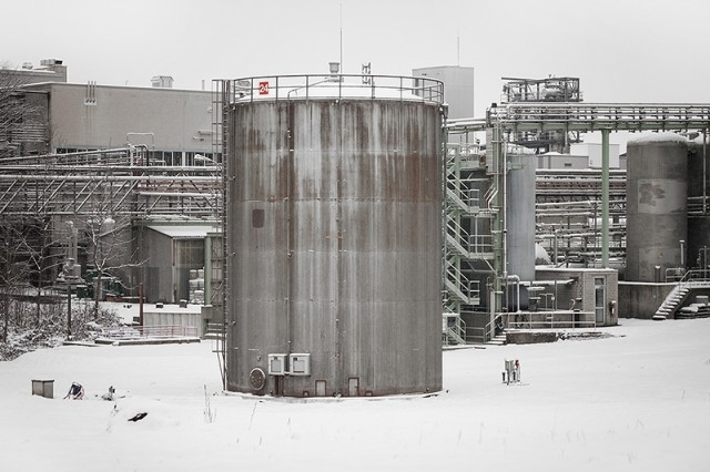Storage tank sound installation by Zimoun