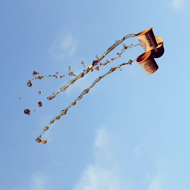 Flying liquid photos by Manon Wethly