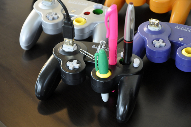 GameCube Controller Desk Mate