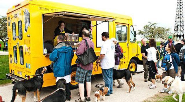 39 gourmutt 39 food trucks for dogs. Black Bedroom Furniture Sets. Home Design Ideas