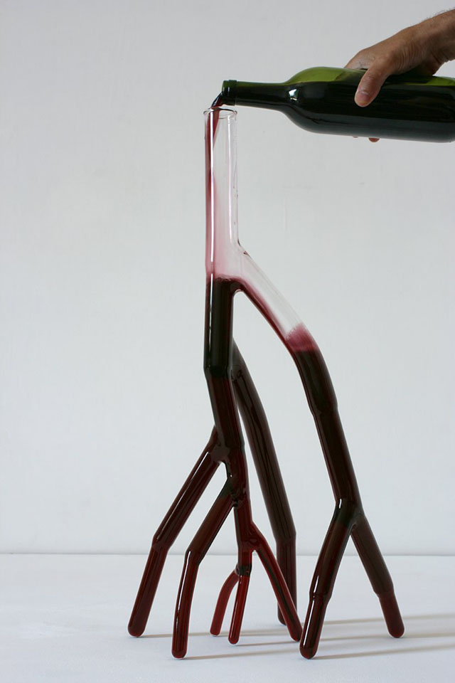 Glass wine decanters shaped like veins hearts branches for Wine carafes and decanters