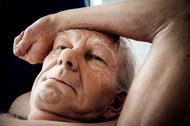 New realistic figure sculptures by Ron Mueck