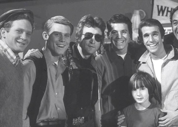 John Lennons Former Girlfriend May Pang Recently Posted A Photo Showing The Happy Days Gang Posing In 1974 With And His Then Young Son Julian