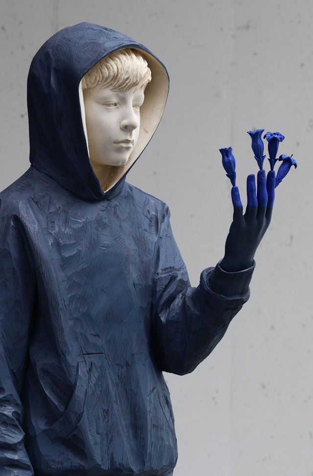 Wooden figure sculptures by Willy Verginer