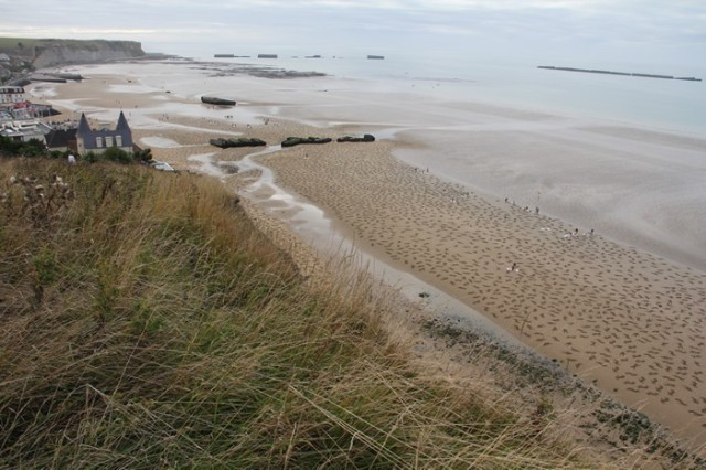 The Fallen, 9,000 Human Figures Drawn on Normandy Beach to Commemorate D-Day Dead