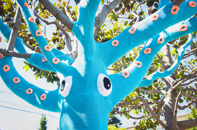 Sisters Knit an Amazing 'Yarnbomb Squid Tree' Using 4 Miles of Yarn