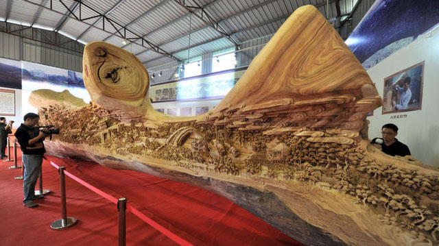 World's longest wooden sculpture