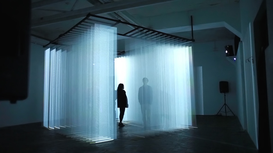 Light Walls isotopes, an interactive audiovisual installation that surrounds
