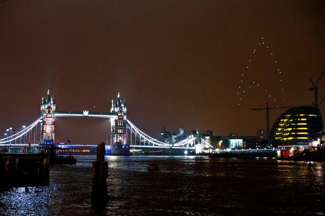 Quadrotors Create 'Star Trek' Insignia During Earth Hour to Promote 'Star Trek Into Darkness'