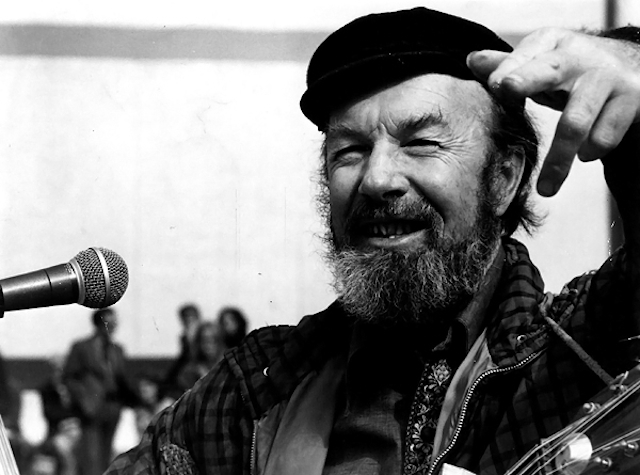 Woody Guthrie 100 >> Pete Seeger (1919-2014), Legendary Folk Singer, Songwriter and Activist