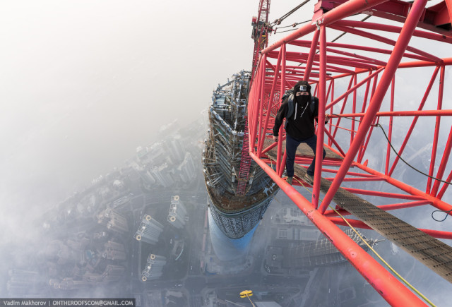 Daredevils Climb Shanghai Tower