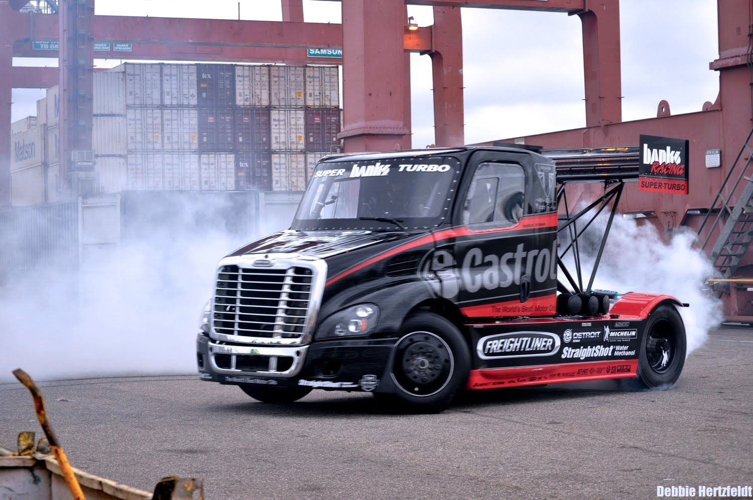 A 2,800 Horsepower Semi Truck Driver Does Wild Stunts and Drifts ...