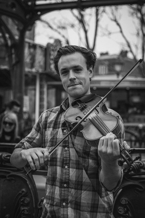 365 Parisiens - Violinist