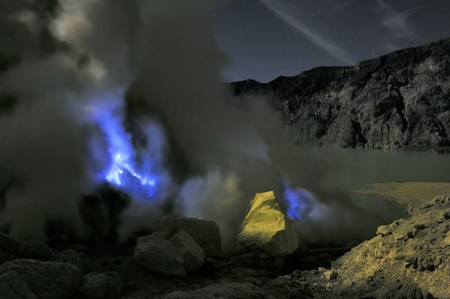 Kawah Ijen Volcano in Indonesia Emits Eerie Blue Flames