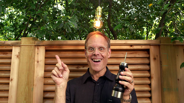 Alton Brown Demonstrates How To Soup-Up An Ordinary Pepper Grinder Using A Cordless Drill