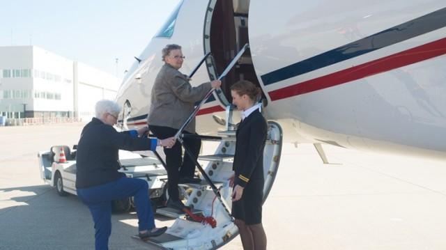 An & Ria Getting On Plane