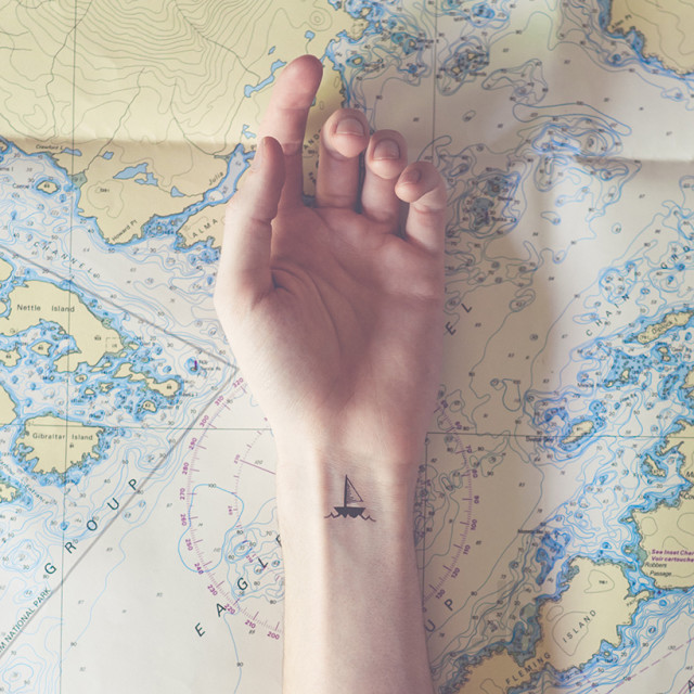 austin-tott-compares-tiny-tattoos-to-their-landscape-counterpart-designboom-01
