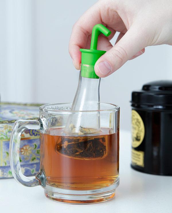 A Beaker-Shaped Tea Infuser for Making