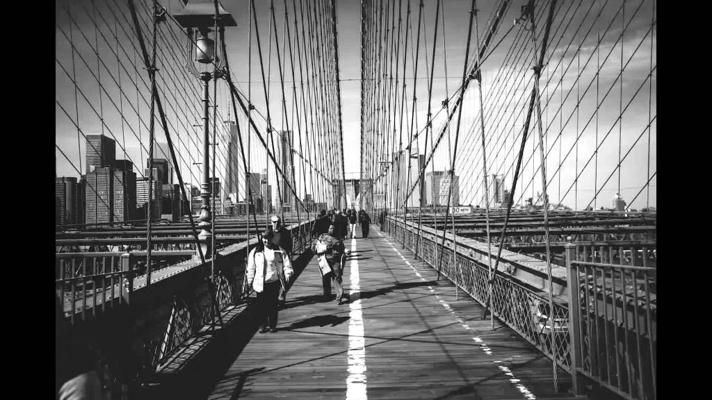 Photographer Takes 1,177 Photos Documenting Every Step It Takes to Walk Across the Brooklyn Bridge