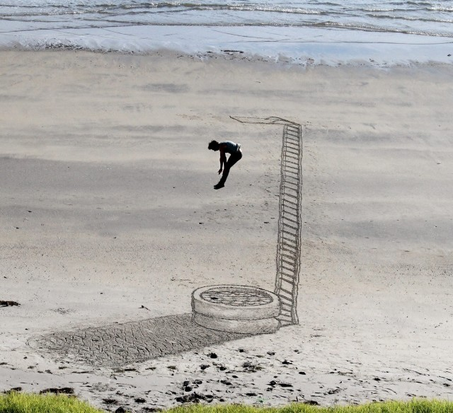 Delightful 3D Illusion Sand Drawings