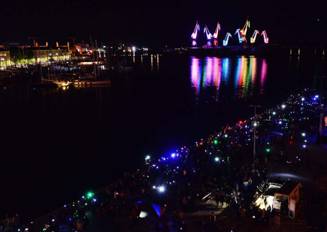 skiras-illuminated-shipyard-cranes-look-like-orgami-in-the-sky-designboom-01