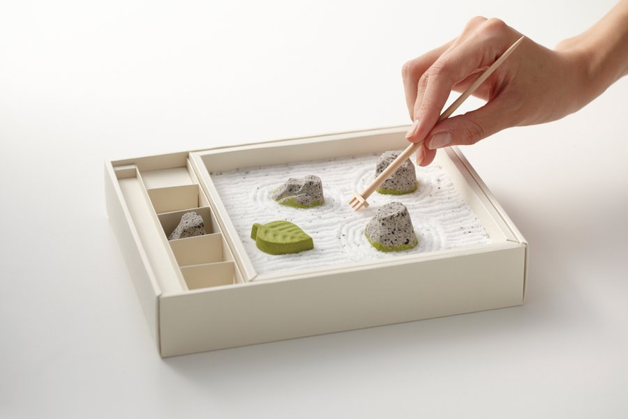 a miniature japanese rock garden made of candy. Black Bedroom Furniture Sets. Home Design Ideas