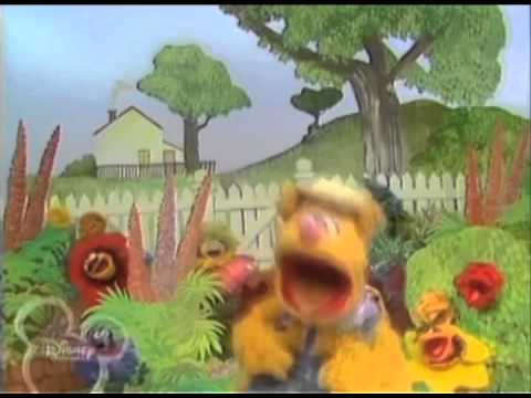 Mashup of The Muppets Performing Bob Marley's 'Iron Lion Zion' With Fozzie Bear On Lead Vocals