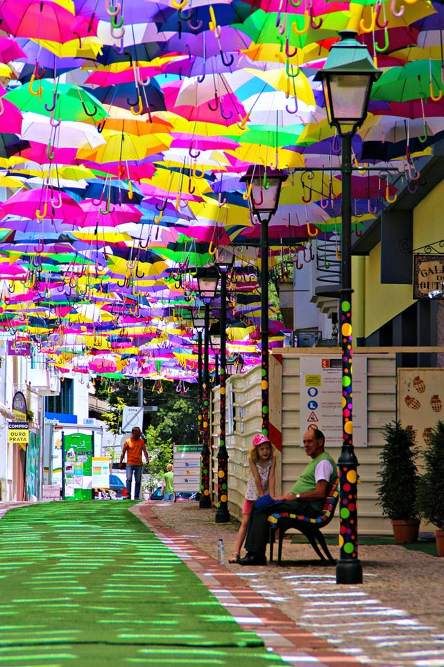 Umbrella Canopy Installation by Sextafeira Producoes
