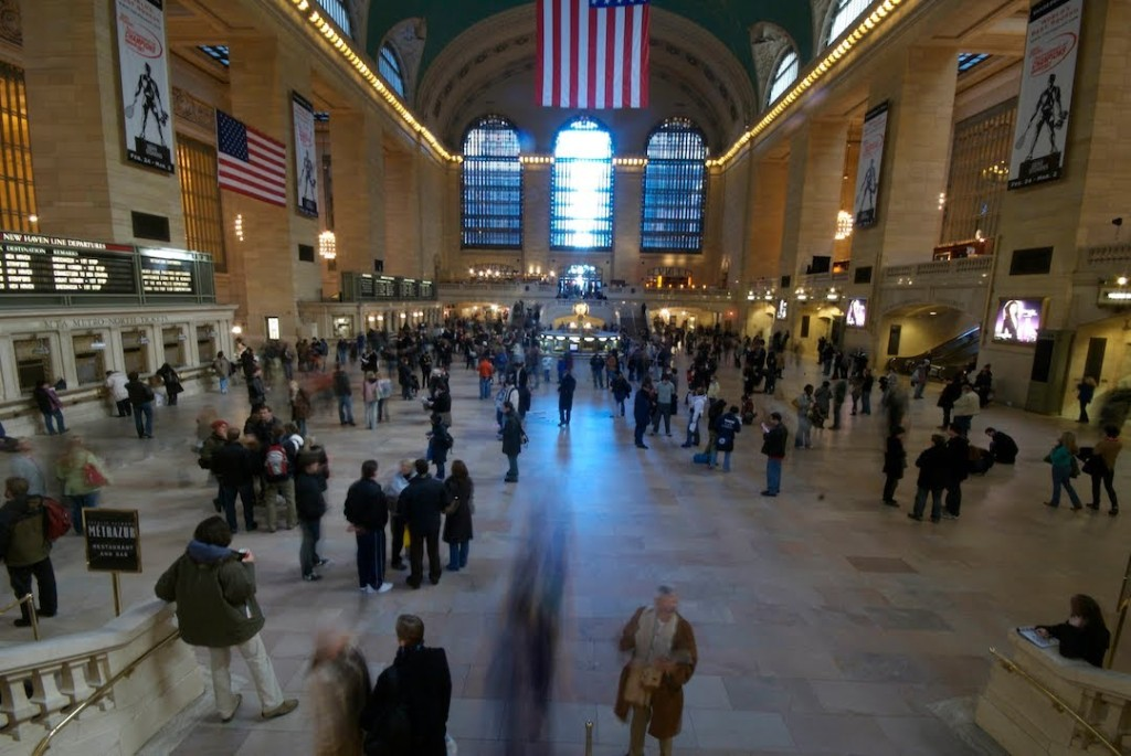 207 People Simultaneously Freeze In Place at Grand Central Station