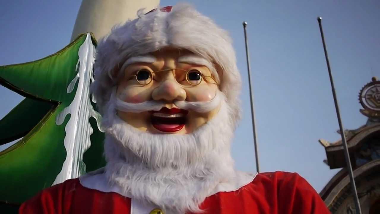 Guest Blogger >> Creepy Santa Display at Theme Park in Ho Chi Minh City, Vietnam