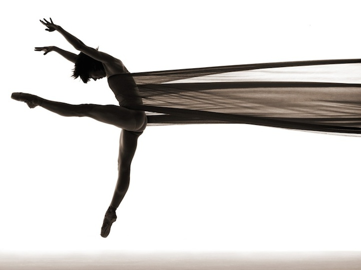 Wonderful Dance Photos That Use Silhouette to Capture the Form and Movement of Dancers