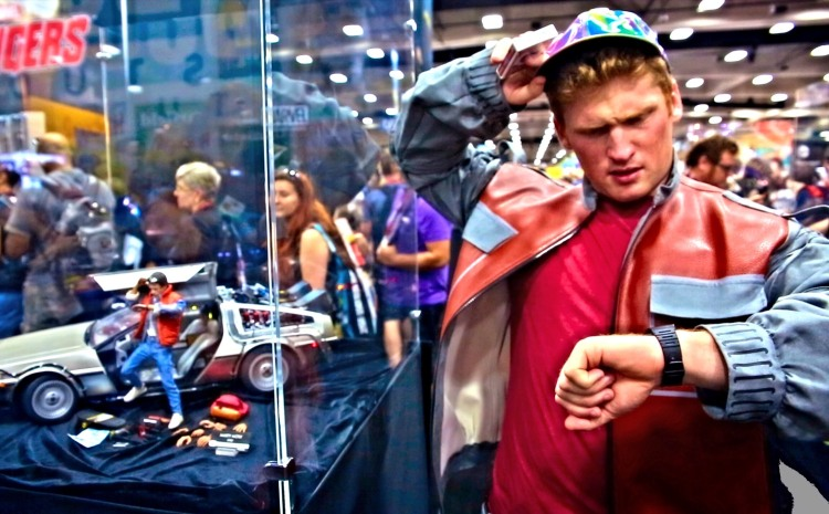 Magician Dresses as Marty McFly From 'Back To The Future' & Performs Magic Tricks at San Diego Comic-Con 2014
