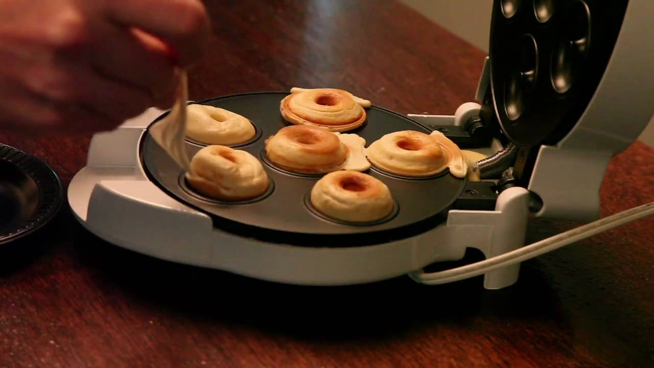 Automatic Mini Donut Factory by Nostalgia Electrics » Gadget Flow