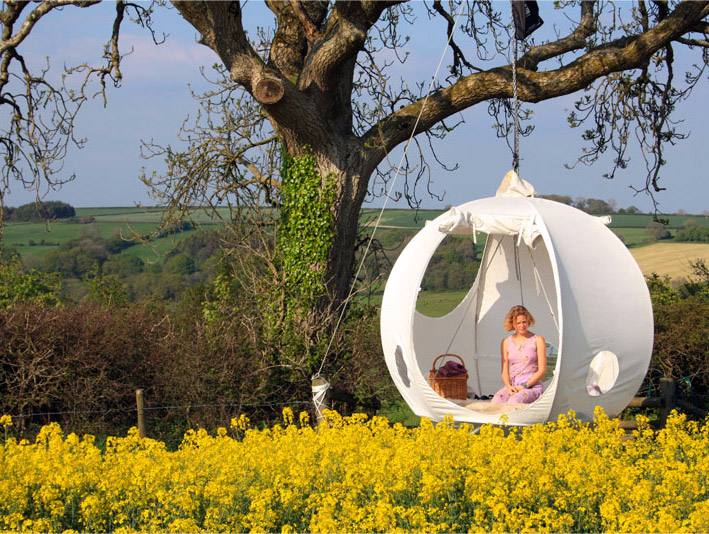 Roomoon A Spherical Luxury Hanging Tent With a Steel Frame and Pine Wood Floor & Roomoon A Spherical Luxury Hanging Tent With a Steel Frame and ...