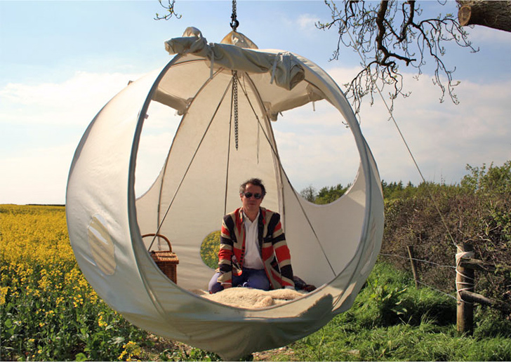 roomoon & Roomoon A Spherical Luxury Hanging Tent With a Steel Frame and ...