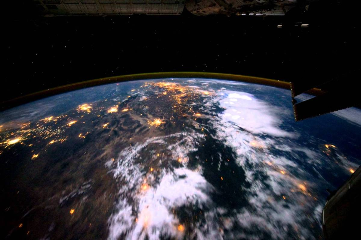 Time-Lapse Video Orbiting Earth From The International ...
