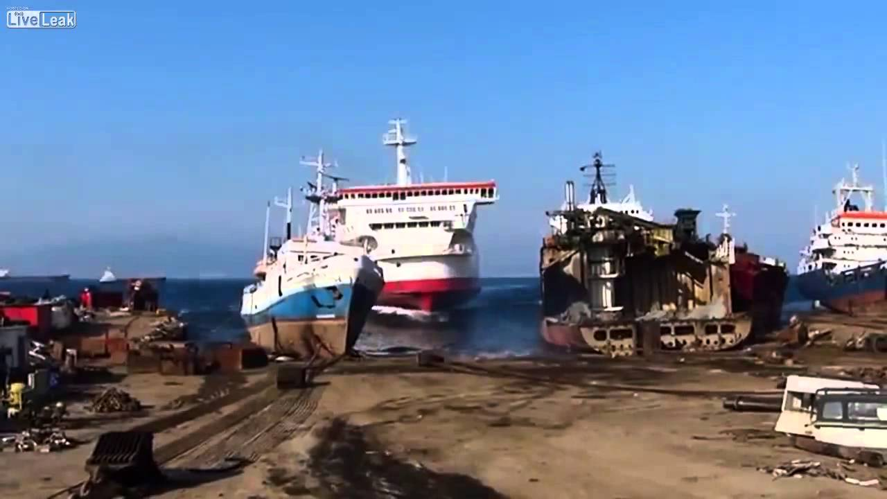Video of a Large Ship Being Beached After Quickly Squeezing Between Two Smaller Boats