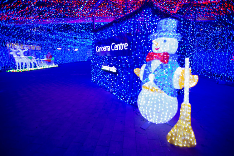 australian man raises money for charity with record breaking 12 million led christmas light display in canberra - Led Christmas