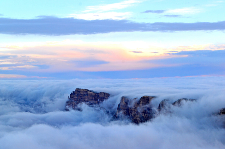 Fog Fills The Grand Canyon In A Stunningly Beautiful And Rare - Rare weather event fills grand canyon with fog and gives us this breathtaking sight