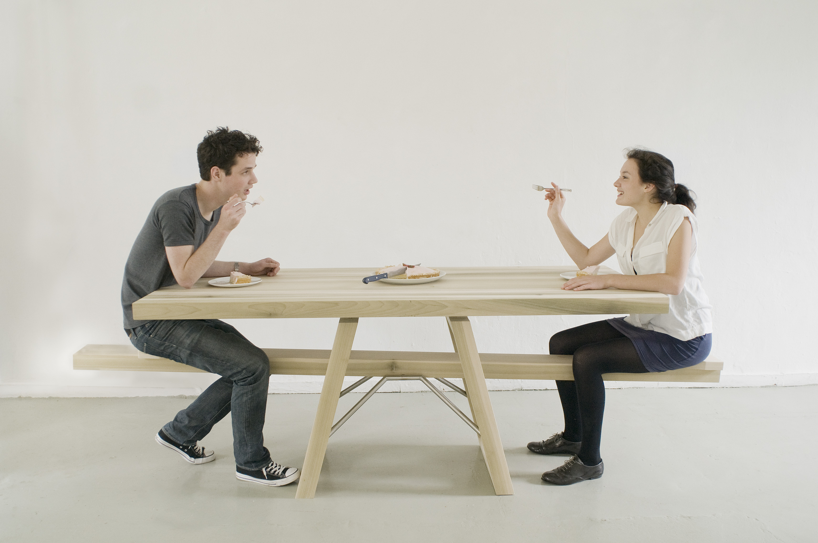 Courtesytable a wooden picnic style table with novel for Table une personne